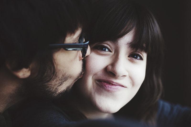 thomas-kissing-elise