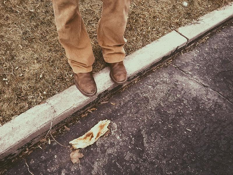 thomas-xavier-feet-shoes-on-curb