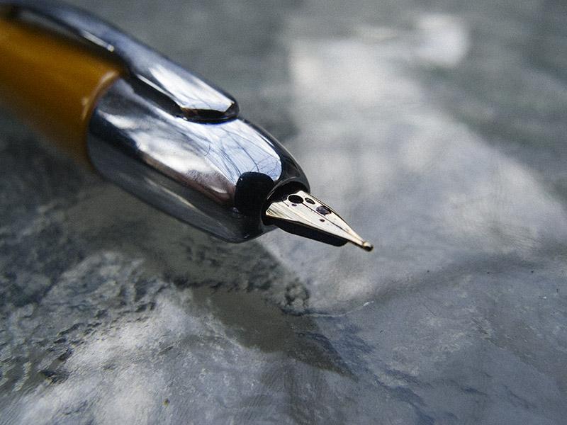 retractable fountain pen